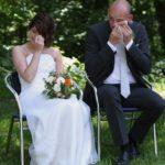 freie Trauung Saloppe Dresden Brautpaar von Emotionen überwältigt