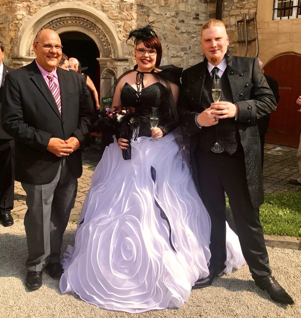 Schwarzer Montag – Gothic Paar auf Schloss Schochwitz getraut