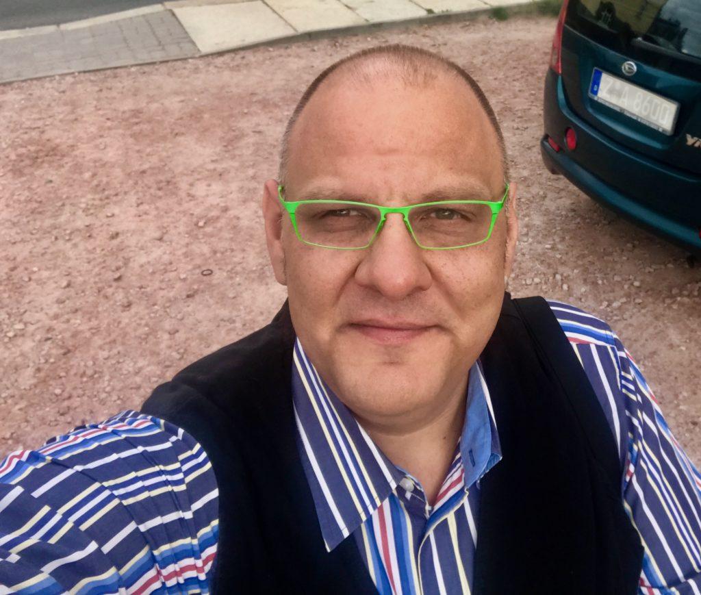 Werbestimme Carsten Riedel – Waldkirchen geht mit markanter Stimme in den Wettbewerb