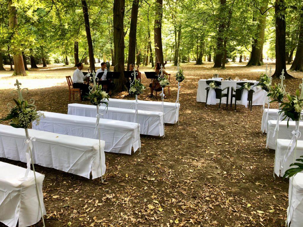 Freie Trauung im Clara-Park Leipzig, Hochzeitsredner Carsten Riedel am Glashaus Leipzig