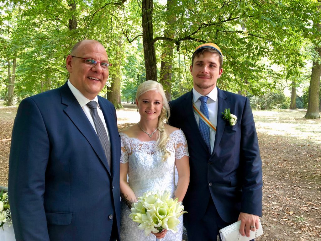 Freie Trauung im Clara-Park Leipzig, Hochzeitsredner Carsten Riedel mit Brautpaar Claudia und Christoph