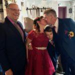 Freie Trauung in der Schmiede - Brautpaar mit Redner