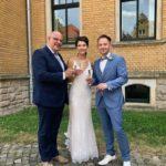 Freie Trauungszeremonie in Zwickau - Trauredner Carsten Riedel mit Brautpaar nach der Trauung