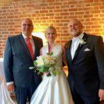 Pamela und Micha mit Hochzeitsredner Carsten Riedel