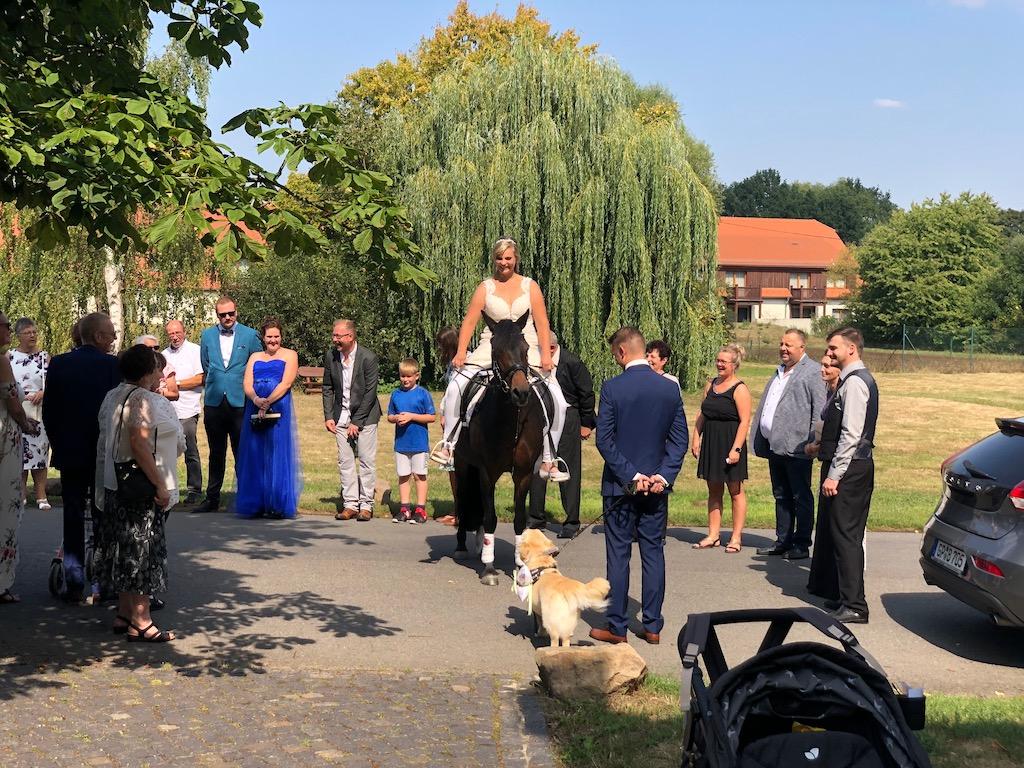 Freie Trauung Kloster Nimbschen – Braut hoch zu Ross