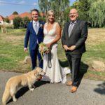 Trauredner Carsten Riedel und Brautpaar am Kloster Nimbschen