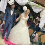 Brautpaar beim Auszug