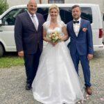 Brautpaar Olivia und Marcel mit Carsten Riedel