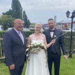 Brautpaar mit Redner Carsten Riedel