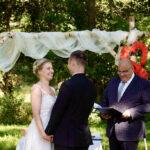 Redner Carsten Riedel mit Brautpaar